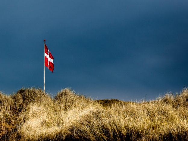 Daenemark: die Dänische Flagge bei Tornby